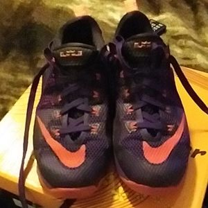 Nike shoes size 5 great condition